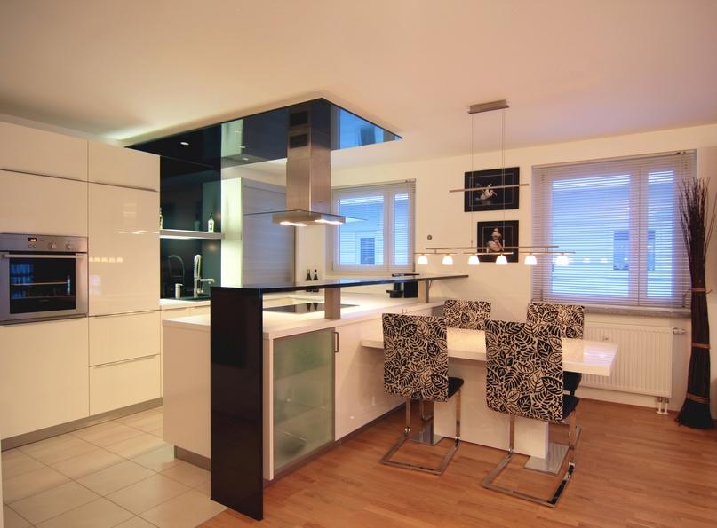 hochglanzm bel reinigen und pflegen so geht 39 s richtig und einfach. Black Bedroom Furniture Sets. Home Design Ideas