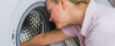 Waschmaschine stinkt - wie reinigen, entkalken und pflegen?