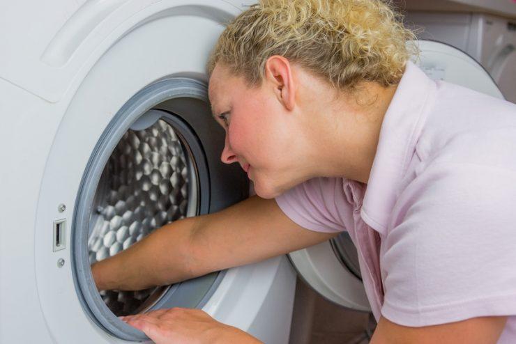 hilfe die waschmaschine stinkt wie sie modrigen geruch verhindern. Black Bedroom Furniture Sets. Home Design Ideas