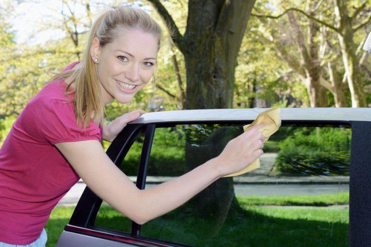 Autoscheiben putzen