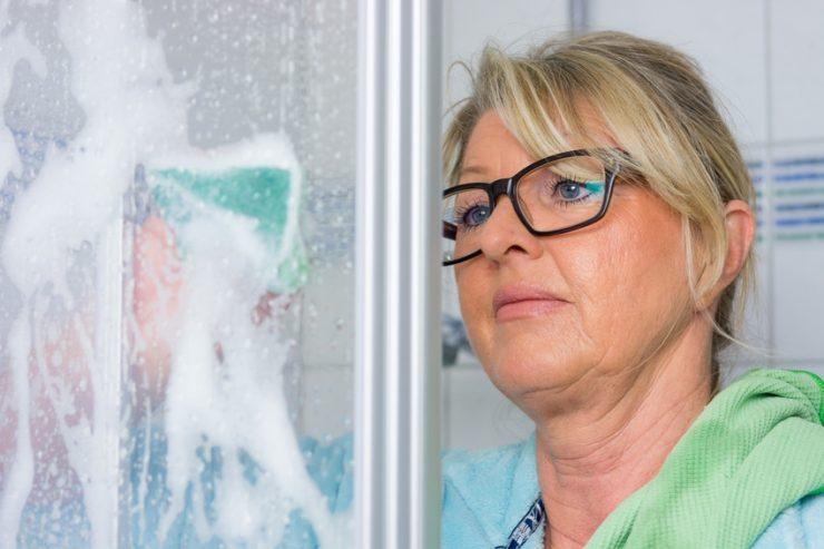 Kalk Entfernen In Der Dusche So Gehts Richtig Und Effektiv - Hartnäckige kalkflecken auf fliesen entfernen