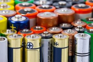 Batterie ausgelaufen - wie die Kontakte am Gerät reinigen?