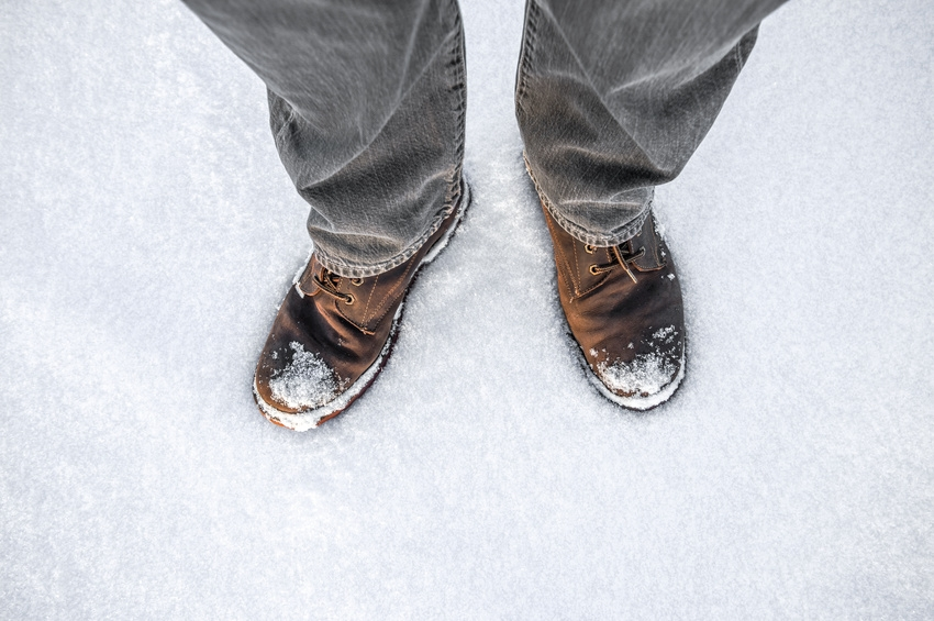 Wasserflecken und Salzränder auf Schuhen entfernen