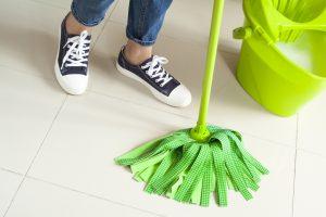 Böden reinigen: Wie vorgehen beim Boden wischen?