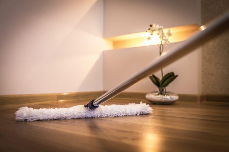 Fußbodenbelag Reinigen ~ Vinylboden reinigen und pflegen putzen