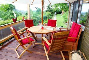 Gartenmöbel Auflagen reinigen und pflegen