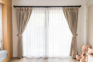 gardinen richtig waschen und pflegen so einfach gehts. Black Bedroom Furniture Sets. Home Design Ideas