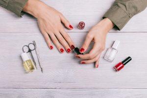 Nagellack aus Kleidung entfernen
